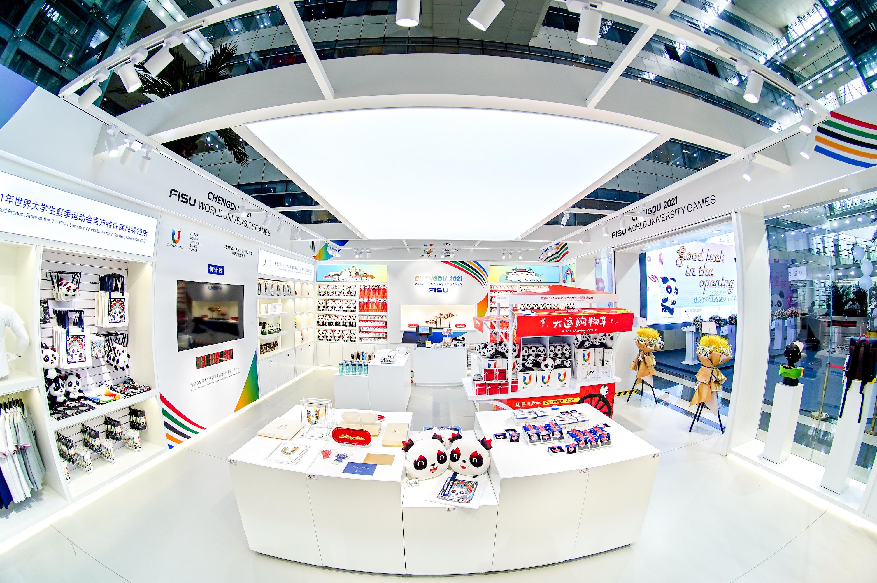 La première boutique de produits sous licence officielle de la 31ème édition des Jeux mondiaux universitaires d'Eté de la FISU Chengdu 2021 a été ouverte, dévoilant divers nouveaux produits