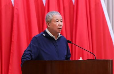 Yu Zaiqing, Director del Comité Asesor de Expertos de los Juegos, da una conferencia de formación sobre